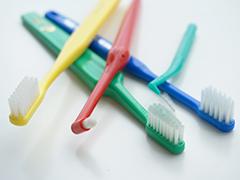 治療計画の立案と歯磨き練習、虫歯や歯周病の治療